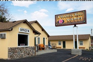 A Western Rose Motel :: Located walking distance to restaurants, galleries and shops, this clean, comfortable hotel is the place to hang your hat during your Cody visit!